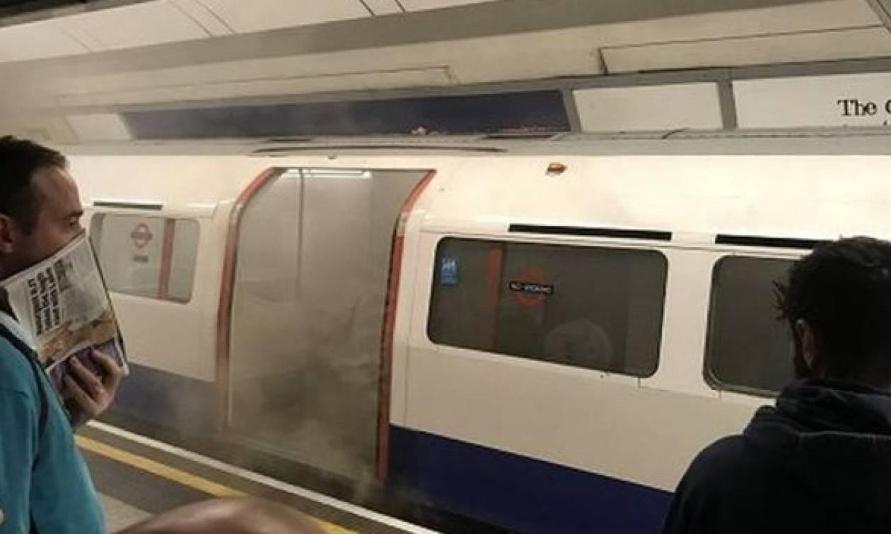 «Συναγερμός» στο Λονδίνο μετά από φωτιά σε σταθμό του μετρό (pics & vid)