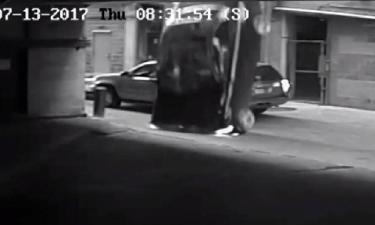 Απίστευτο βίντεο: Έπεσε με το αυτοκίνητο από τον 7ο όροφο και…