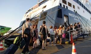 Φεύγουν και οι τελευταίοι! Χαμός σε λιμάνια, αεροδρόμια και εθνικές οδούς