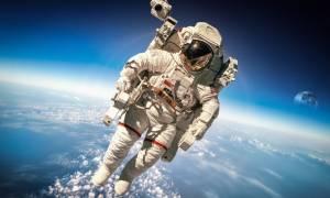 Δεν είναι ανέκδοτο: Δείτε LIVE τον Πόντιο αστροναύτη να «περπατάει» στο διάστημα