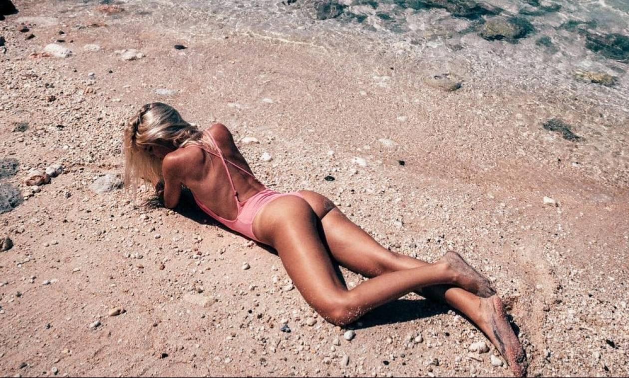 Η Μπάρμπαρα είναι από τα κορίτσια που θες να κάνουν ΤΟΠΛΕΣ στην παραλία