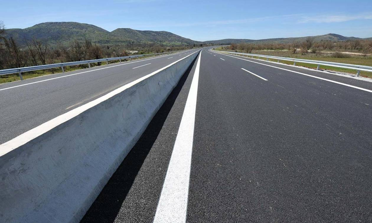 Συναγερμός στην Εθνική Οδό Αθηνών – Λαμίας για εύφλεκτο υλικό (pic)
