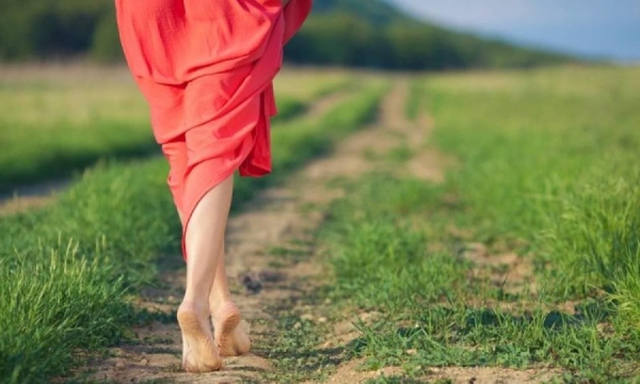 Γιατί πρέπει να περπατάτε συχνότερα ξυπόλυτοι