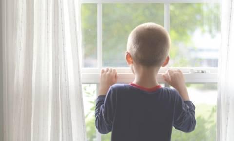 Εσωστρεφή παιδιά: Τα «παιδιά – ορχιδέες» & πώς θα τα βοηθήσετε να… ευδοκιμήσουν