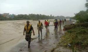 Φονικοί μουσώνες «σαρώνουν» Ινδία και Νεπάλ: Τουλάχιστον 94 νεκροί