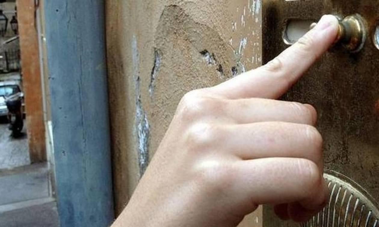 Προσοχή! Η Αστυνομία προειδοποιεί: Μην ανοίγετε ΠΟΤΕ την πόρτα σε αυτούς τους «επισκέπτες»