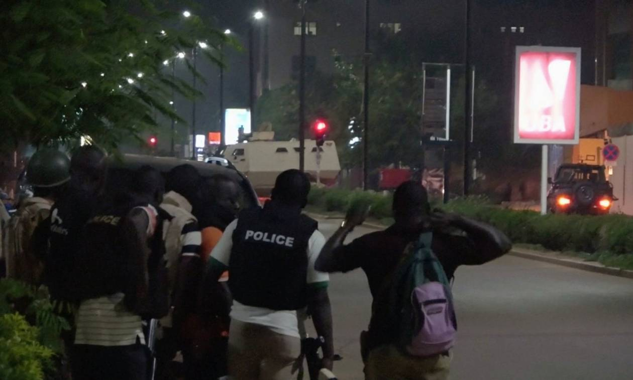 Μακελειό στη Μπουρκίνα Φάσο: Έληξε η πολύωρη ομηρία στο τουρκικό εστιατόριο – Τουλάχιστον 18 νεκροί
