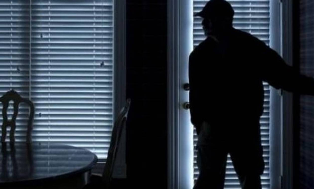 Τρόμος για ηλικιωμένο στην Πάτρα: Βρήκε τους διαρρήκτες μέσα στο σπίτι του