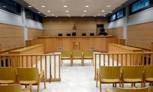 Μετανιωμένη η γυναίκα που τα έκανε «γυαλιά-καρφιά» στην εφορία Χανίων – Σήμερα η δίκη