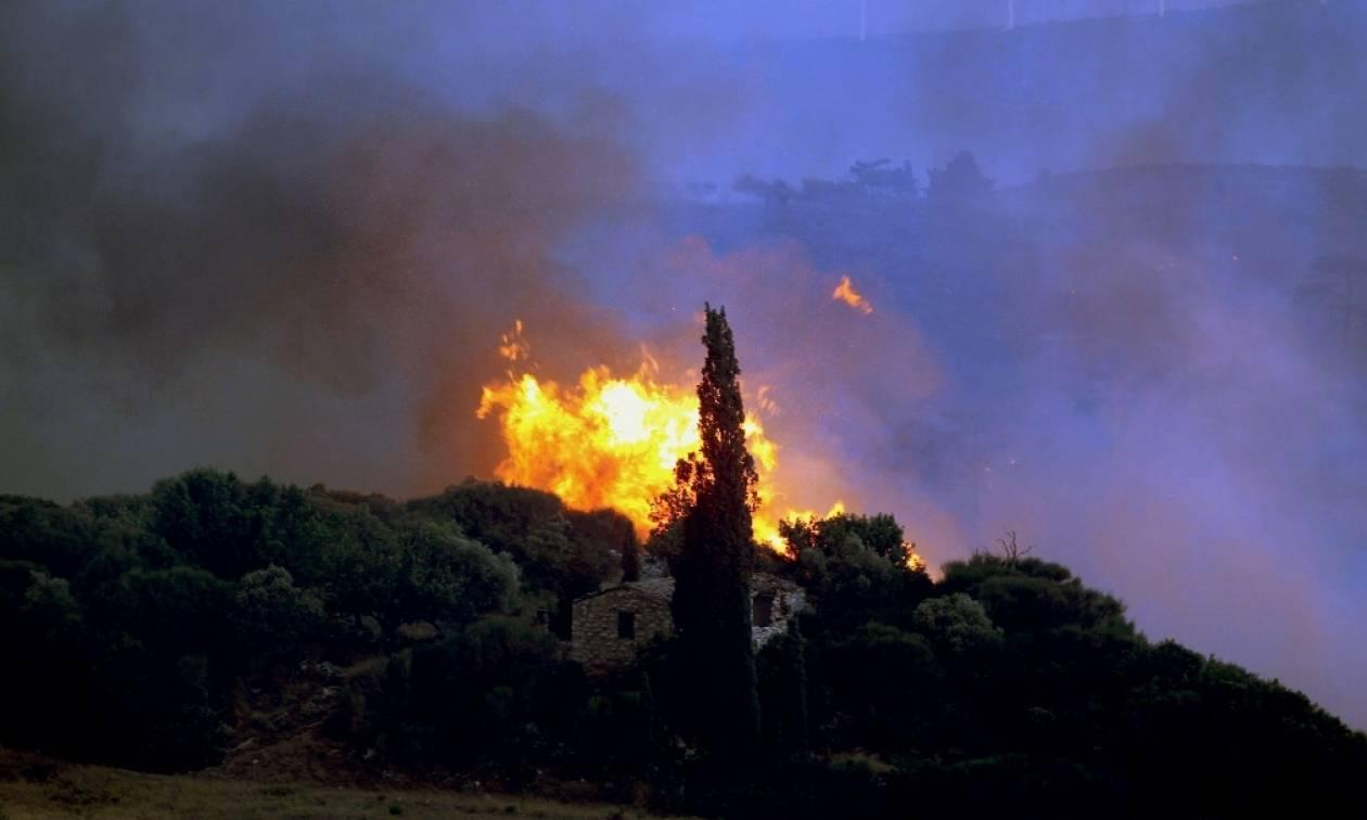Φωτιά ΤΩΡΑ: Νέες αναζωπυρώσεις σε Κάλαμο και Καπανδρίτι
