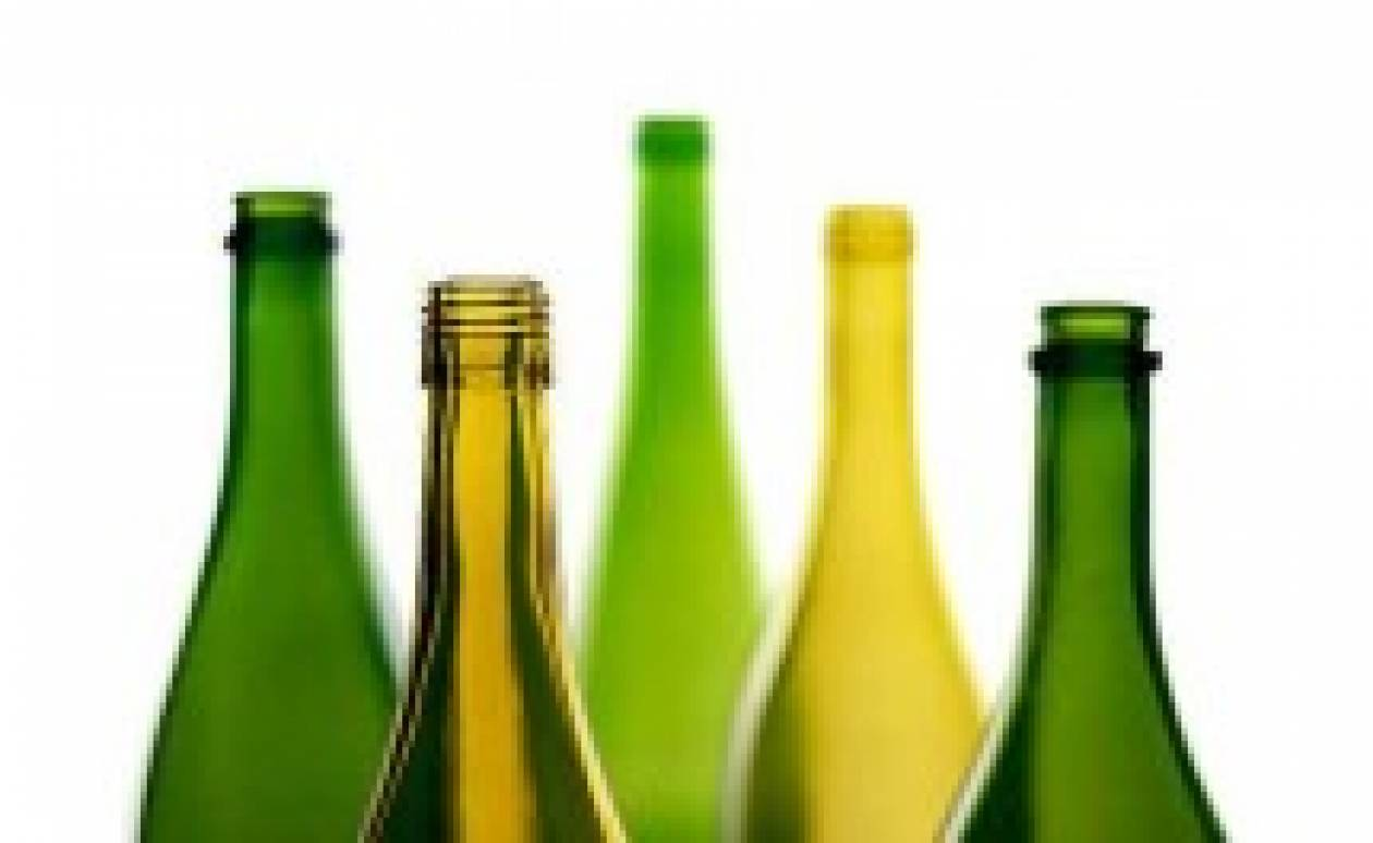 Θέλετε ν' ανοίξετε ένα μπουκάλι. Αυτοί είναι οι πιο... τρελοί τρόποι! (Video)