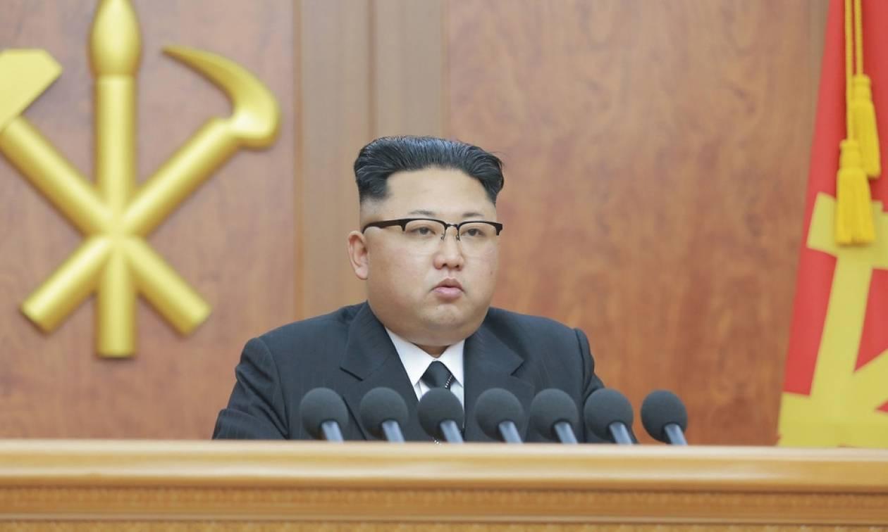 Βόρεια Κορέα: Ο Κιμ Γιονγκ-Ουν ενημερώθηκε για το σχέδιο εκτόξευσης πυραύλων στο Γκουάμ
