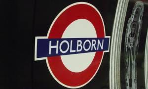 Συναγερμός στη Βρετανία: Πυρκαγιά σε συρμό του μετρό, έκλεισε ο σταθμός του Χόλμπορν (Pics+Vids)