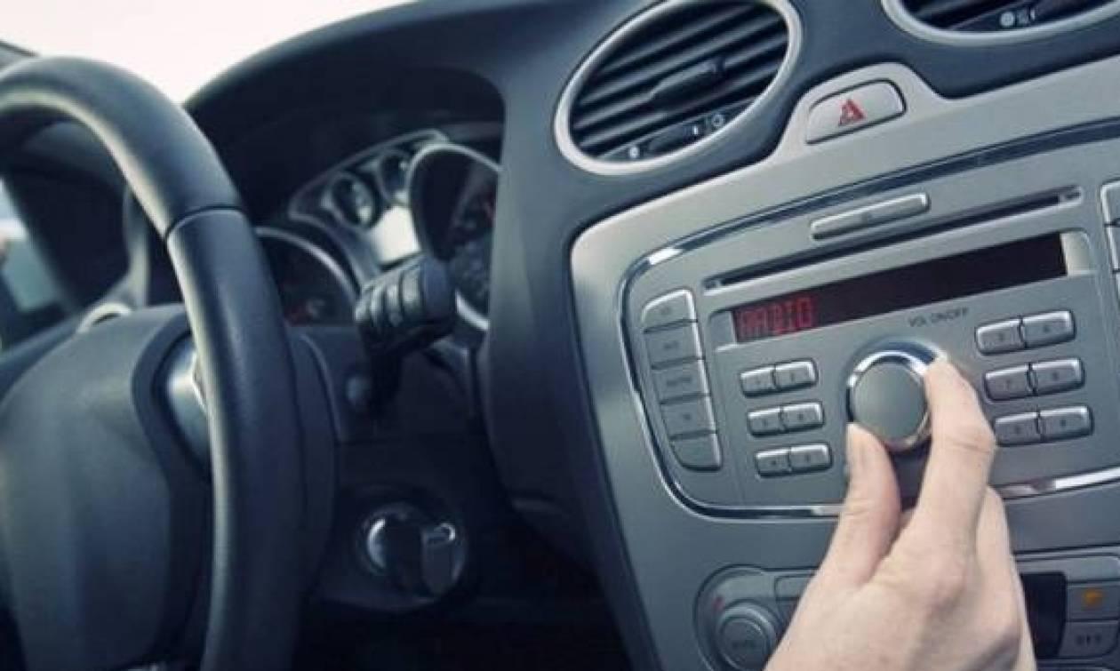 Εσείς χαμηλώνετε το ραδιόφωνο όταν παρκάρετε το αυτοκίνητό σας; Δείτε γιατί το κάνετε!