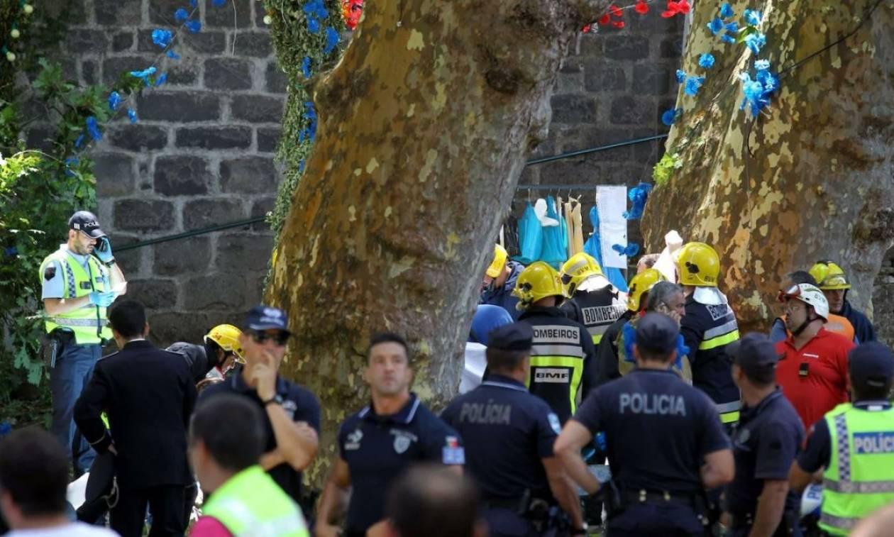 Ανείπωτη τραγωδία στην Πορτογαλία: Νεκροί δέκα προσκυνητές από πτώση δέντρου (pics)