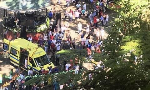 Τρομακτικό βίντεο: Η στιγμή που δέντρο πέφτει πάνω σε κόσμο σκοτώνοντας 13 άτομα σε πανηγύρι (vid)