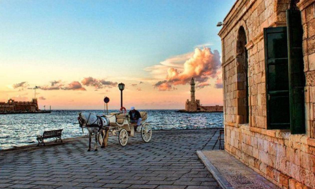 Έκθεση κλασικού αυτοκινήτου στο Παλιό Λιμάνι Χανίων