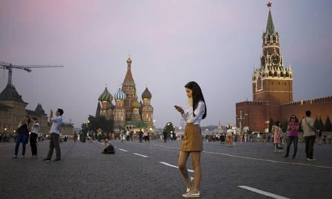 Опрос: молодежь по всему миру воспринимает Россию позитивнее, чем старшее поколение