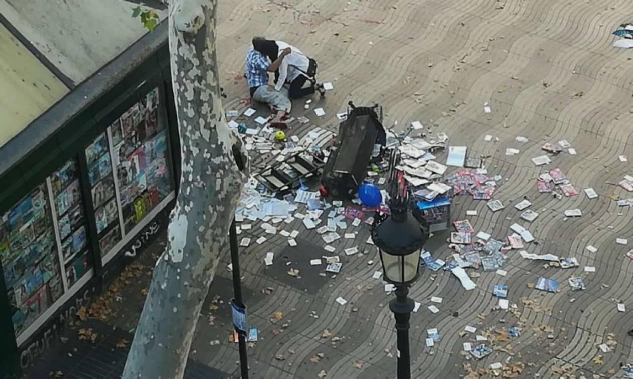 Τρομοκρατική επίθεση Βαρκελώνη: Αυτό είναι το βαν που σκόρπισε τον θάνατο - Εικόνες χάους