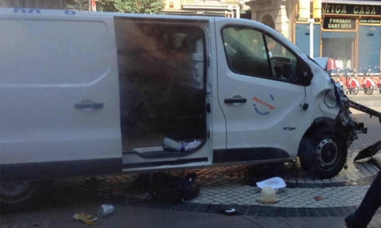 Επίθεση Βαρκελώνη: Δεν έχει συλληφθεί ο οδηγός του βαν που σκόρπισε το θάνατο