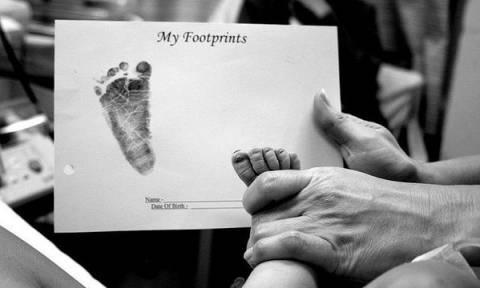 Δέκα ξεχωριστές φωτογραφίες από την πρώτη μέρα γέννησης ενός μωρού