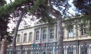 Εμπρηστική επίθεση στο δικαστικό μέγαρο της Μυτιλήνης