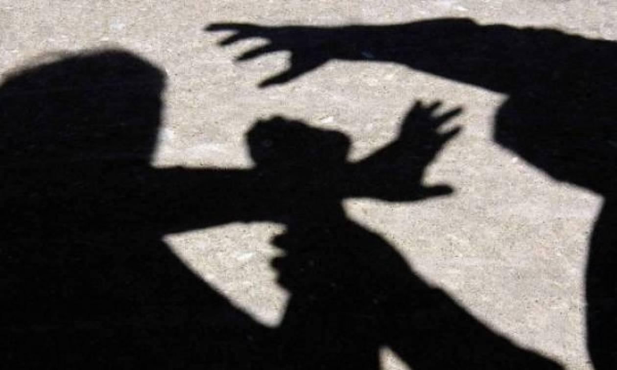 Φρίκη στην Κρήτη: Είδε από κρυφή κάμερα τη μητέρα της να κακοποιείται άγρια