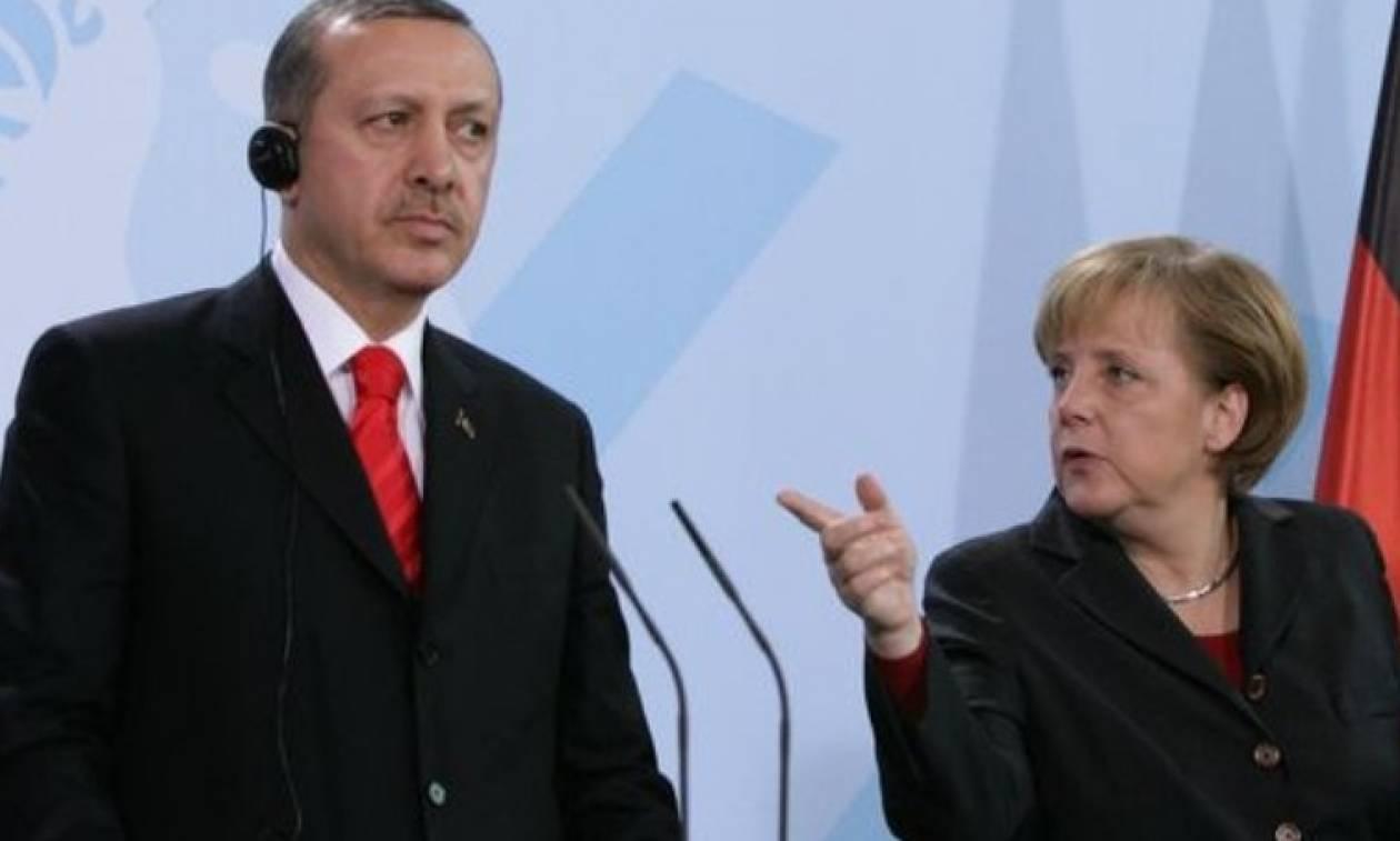 Εκπρόσωπος Μέρκελ προς Ερντογάν: Να μην μπερδεύεσαι στις γερμανικές εκλογές