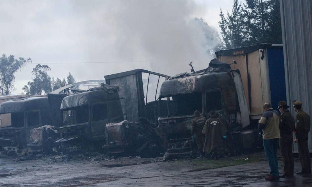 Χιλή: 18 φορτηγά με τρόφιμα πυρπολήθηκαν στο νότιο τμήμα της χώρας (pics)