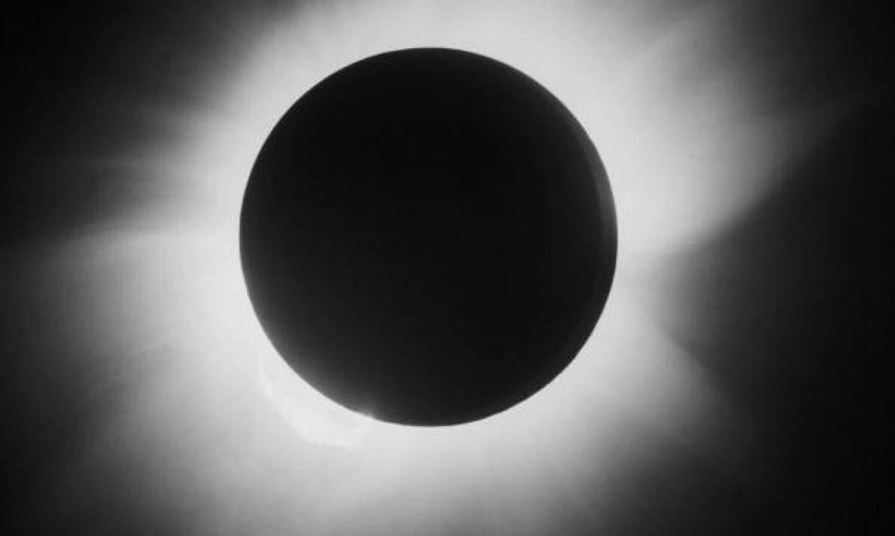 Σήμερα… «το τέλος του κόσμου» - Η ολική έκλειψη ηλίου που τρομάζει τον πλανήτη