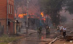 Μεγάλη φωτιά στη Ρωσία: «Στάχτη» τουλάχιστον 30 σπίτια (vid)