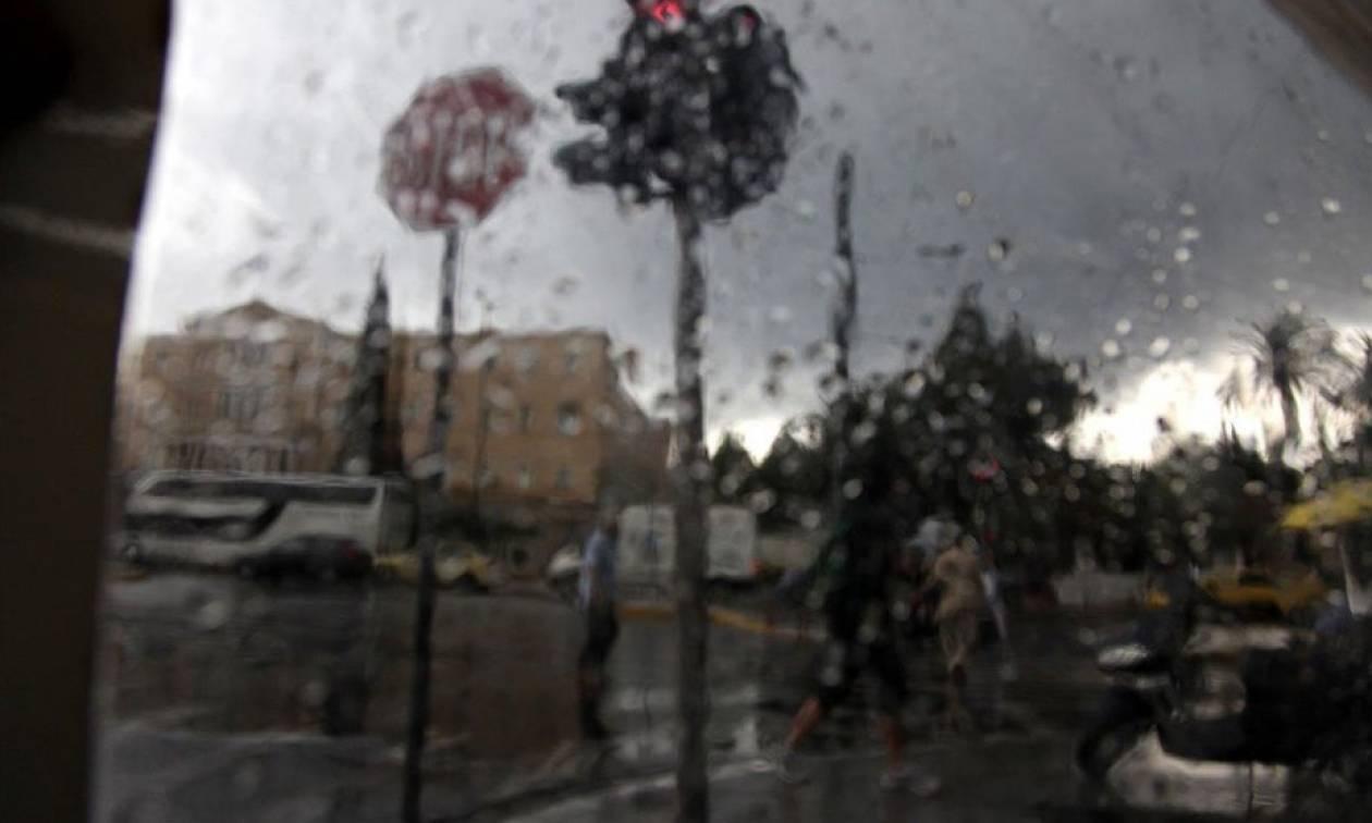 Καιρός: Ισχυρή καταιγίδα «χτύπησε» την Αθήνα
