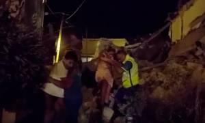 Φονικός σεισμός χτύπησε την Ιταλία: Μια γυναίκα νεκρή, εγκλωβισμένοι και πολλοί τραυματίες