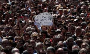 Οργή και αγανάκτηση στην Ισπανία: Συνεχείς διαδηλώσεις στη Βαρκελώνη κατά της τρομοκρατίας του ISIS