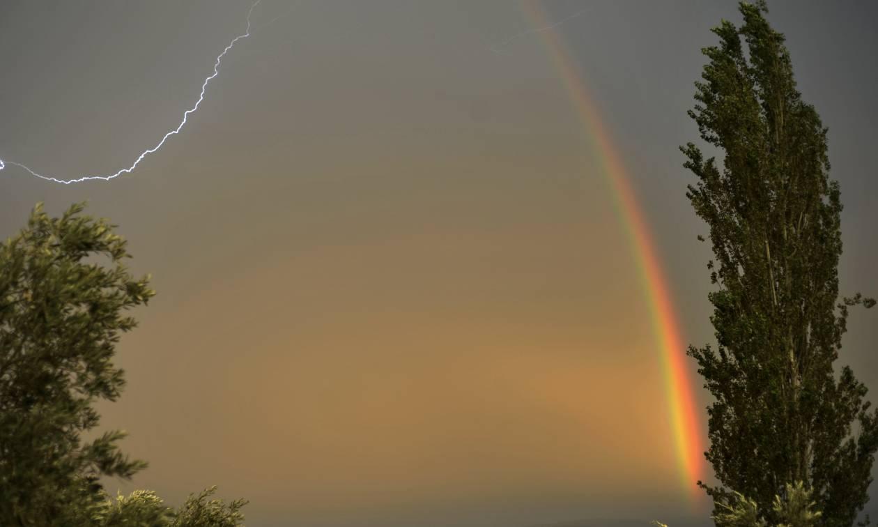 Καιρός - Έκτακτο δελτίο επιδείνωσης: Βροχές, καταιγίδες και χαλαζοπτώσεις σαρώνουν τη χώρα