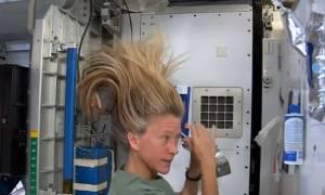 Το βίντεο που κάνει θραύση στο Διαδίκτυο: Έτσι λούζονται οι αστροναύτες στο Διάστημα