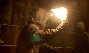 Επίθεση με μολότοφ σε διμοιρία των ΜΑΤ στην περιοχή του Πολυτεχνείου