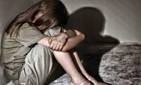 ΣΟΚ: Ηλικιωμένος άρπαξε 7χρονη και αυνανιζόταν μπροστά της – Την εξανάγκαζε να βλέπει