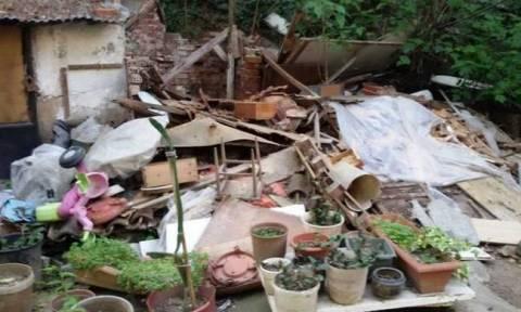 ΣΟΚ: Ανήλικη ζούσε σε τρώγλη γεμάτη σκουπίδια με την κόρη της - Κυοφορεί το δεύτερο της παιδί