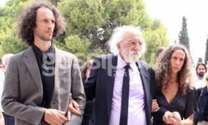 Κηδεία Λάσκαρη: Στο πλευρό του Λυκουρέζου τα δυο του παιδιά από τον πρώτο του γάμο!
