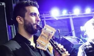 Απίστευτο σκηνικό σε πανηγύρι στην Ηλεία: Κρέμασαν 1.000 σε κλαρίνο για ένα τραγούδι (videos)