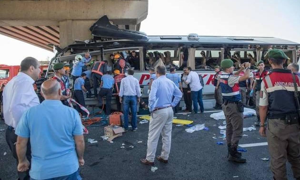 Ασύλληπτη τραγωδία στην Τουρκία - Πέντε νεκροί και πολλοί τραυματίες σε τροχαίο με λεωφορείο
