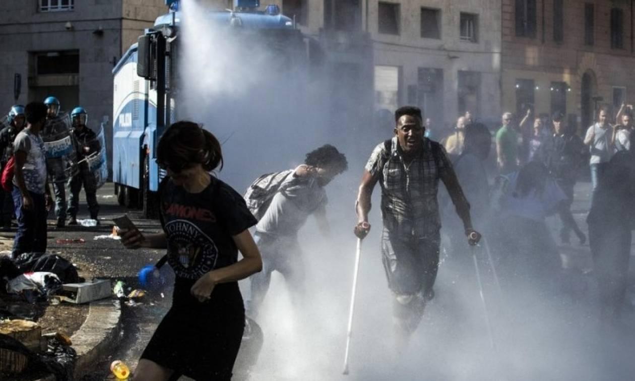 Χαμός στη Ρώμη: Ξύλο και διωγμός μεταναστών από κεντρική πλατεία (pics)
