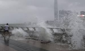 Χονγκ Κονγκ: Aυξήθηκε ο αριθμός των νεκρών από το πέρασμα του τυφώνα Χάτο (vids)