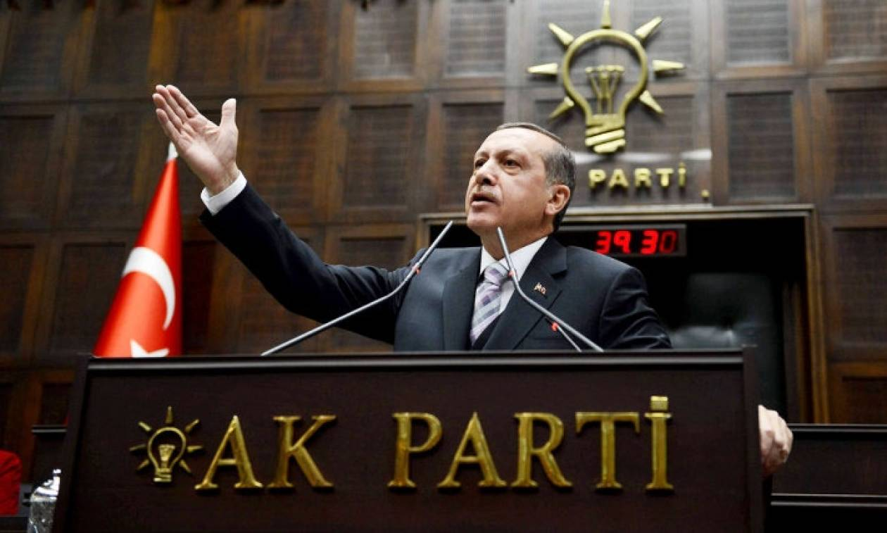 Τουρκία: Ο Ερντογάν βγάζεις στο δρόμο εκατοντάδες δημοσίους υπαλλήλους