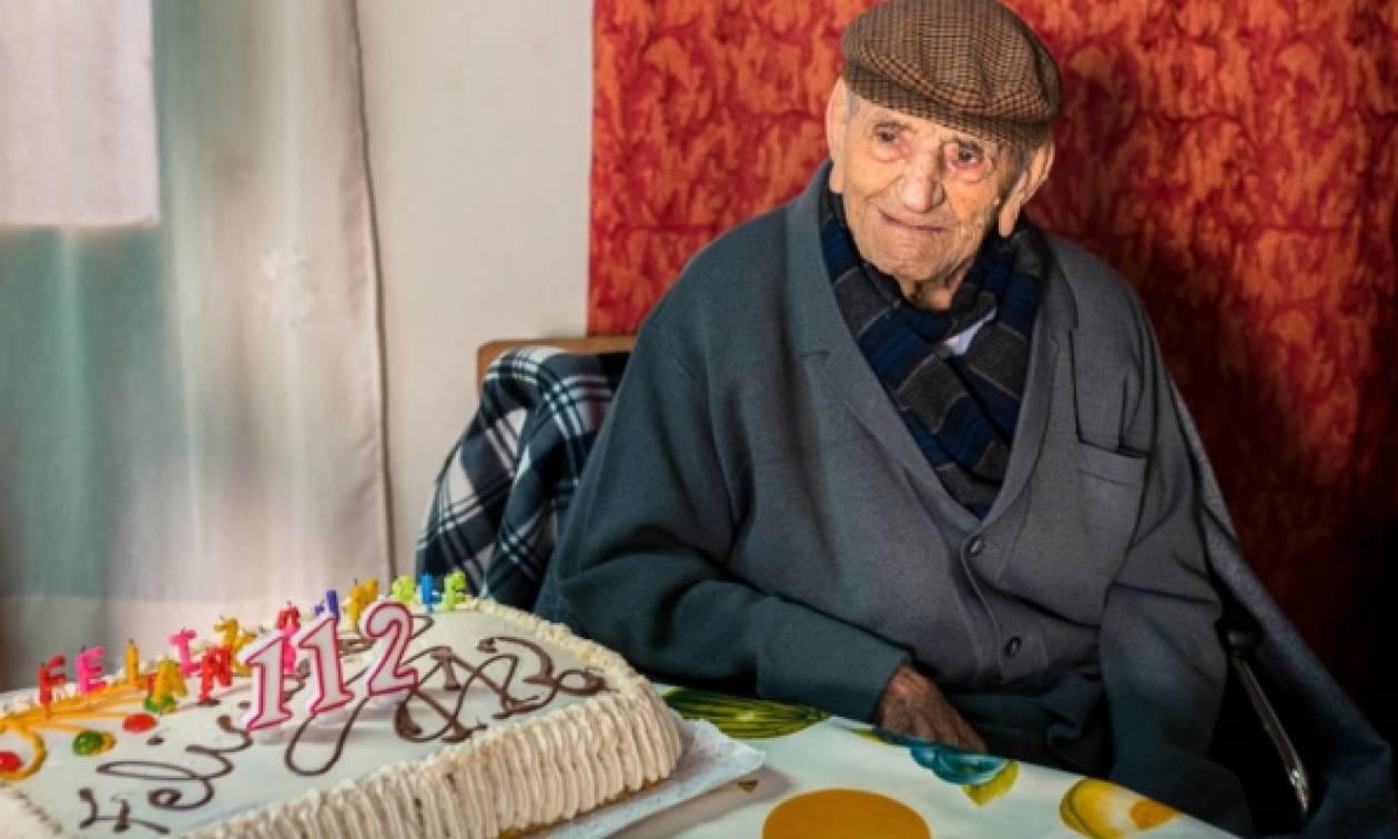 Αυτός είναι ο γηραιότερος άνδρας του κόσμου και έχει τρομερή... αυτοπεποίθηση! (pics)