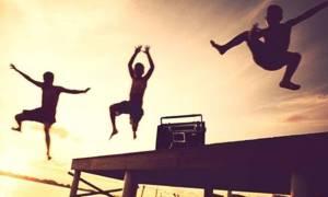 Τα θυμάστε; Αυτά είναι τα τραγούδια που σημάδεψαν τα καλοκαίρια μας