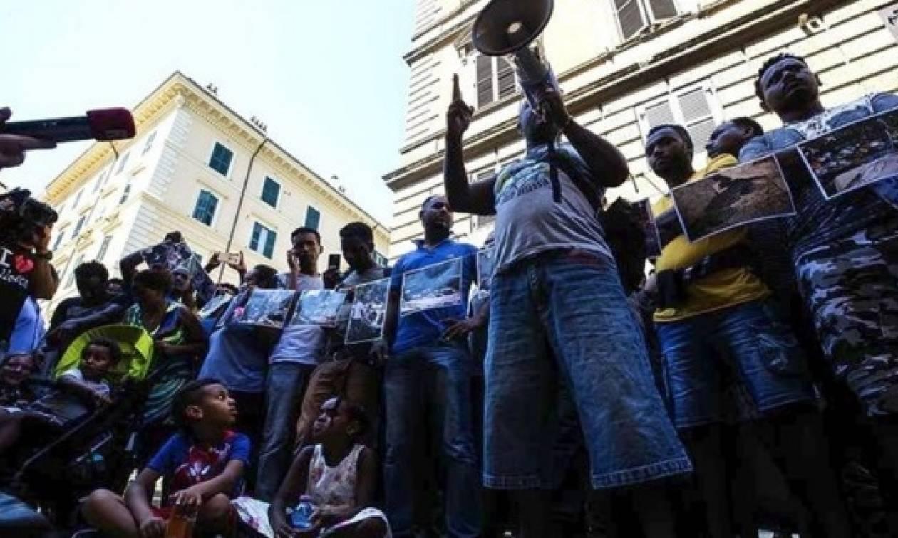 Δωρεάν φιλοξενία για 40 πρόσφυγες που εκδιώχθηκαν βιαίως από πλατεία της Ρώμης