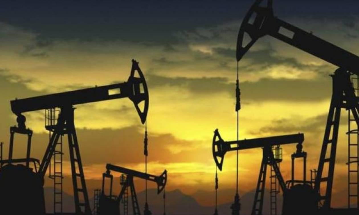 Στα ύψη οι τιμές του πετρελαίου λόγω τυφώνα Χάρβεϊ