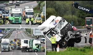 Βρετανία: Τραγωδία από σύγκρουση λεωφορείου με φορτηγά - Τουλάχιστον οκτώ νεκροί (pics+vid)